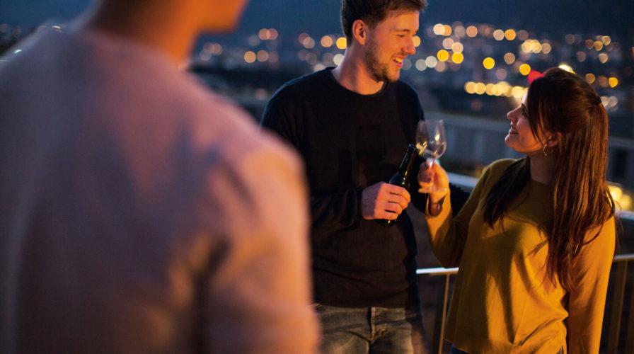 Visavie – Balkon bei Nacht